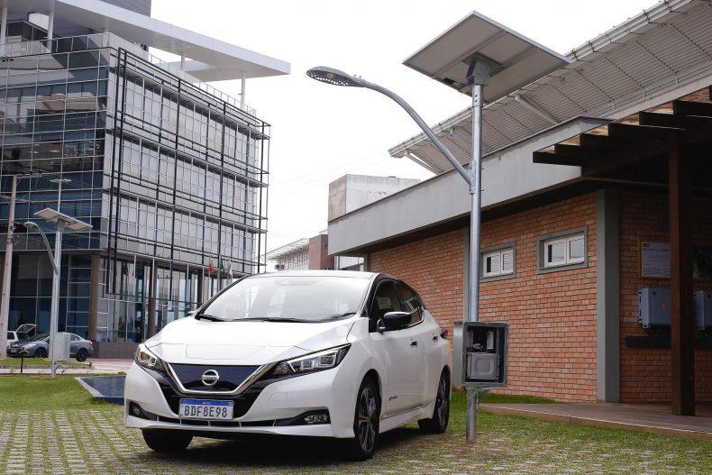 Nissan y la UFSC en Brasil probarán las baterías de segunda vida de Nissan LEAF para almacenar energía de luminarias solares de la calle