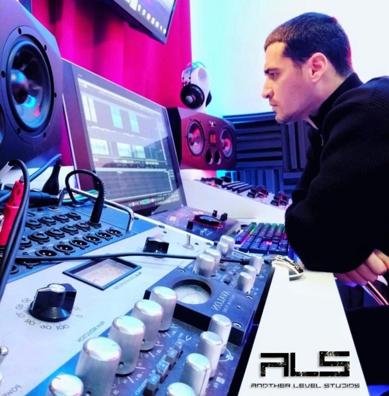 Jay Simon, productor musical de grandes estrellas firma exclusividad con Another Level Studios.