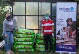 Seguros Equinoccial dona alimentos para los perritos más necesitados